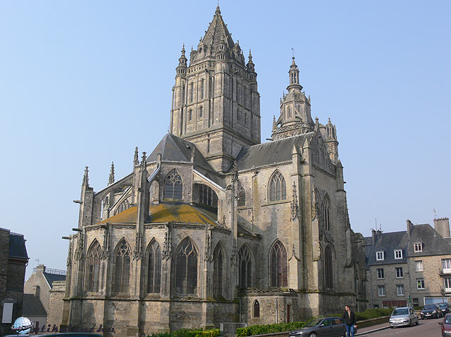 Coutances-Szent_Peter-templom-kulso-