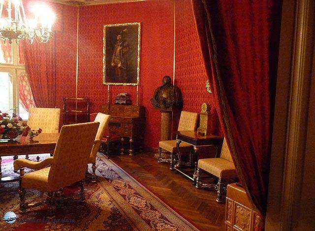 A Vörös szalon a betléri Andrássy-kastélyban