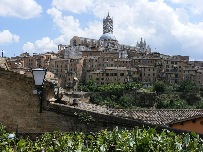 Siena - az óváros a Szt. Barbara erőd felől
