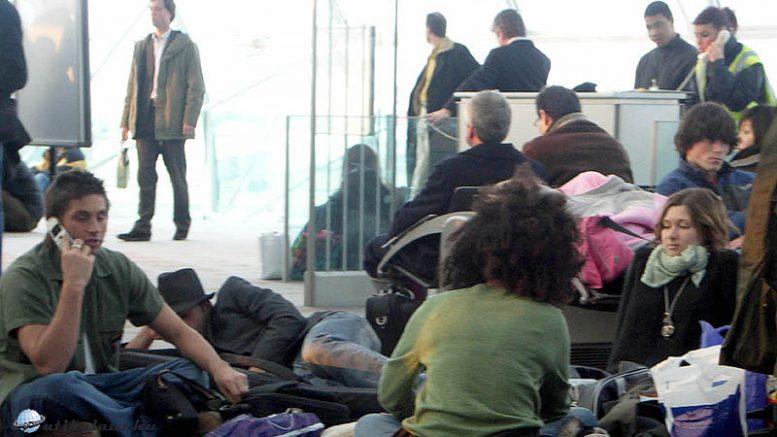 Repülőtéri telefonálók
