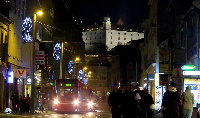 A vár az Óváros közeli Obchodnáról