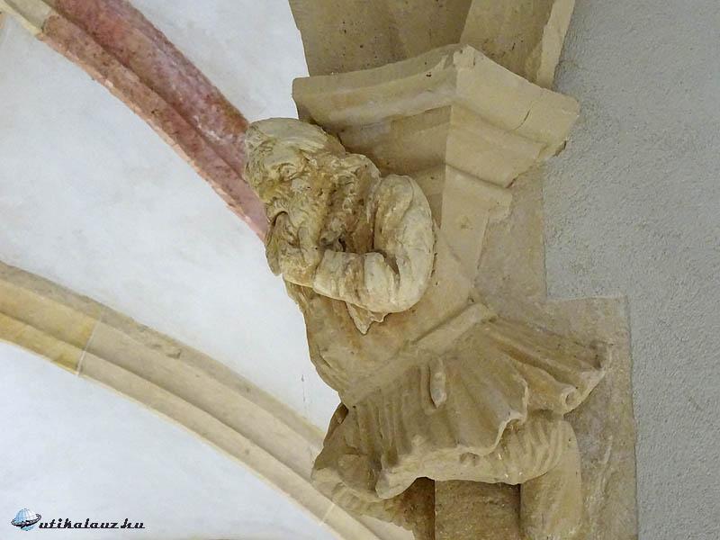 Gótikus szobor a kerengőből