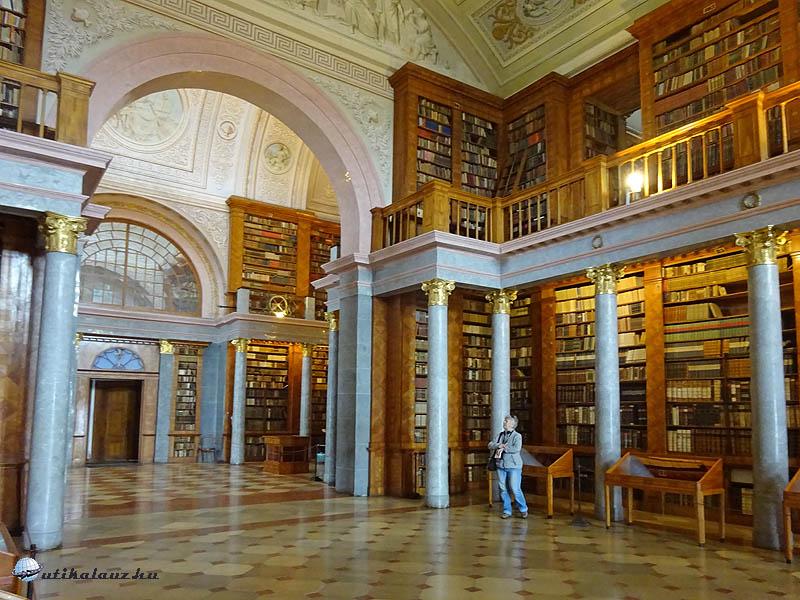 1Pannonhalma – Sajnos nem lehet belelapozni a könyvekbe