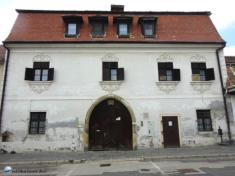 Pápa - Korvin-ház - a város legöregebb épülete