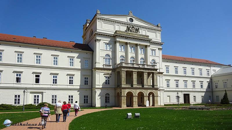 Zirc - Az apátság klasszicista épülete