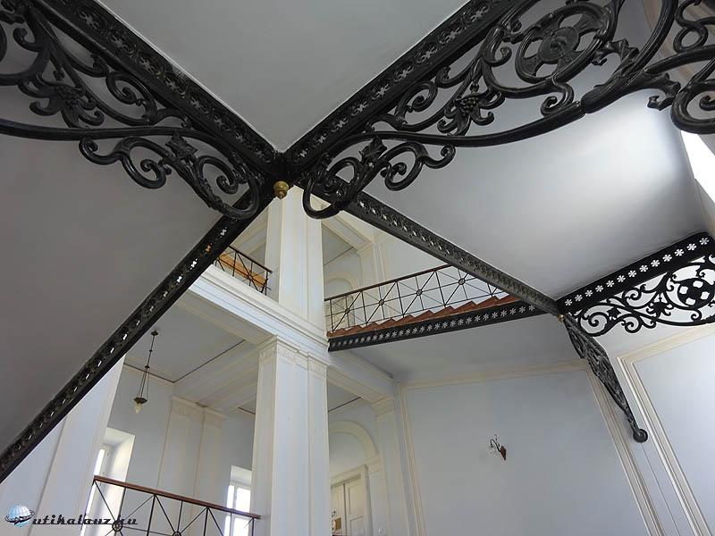 Zirc - Lépcsőház a könyvtárhoz