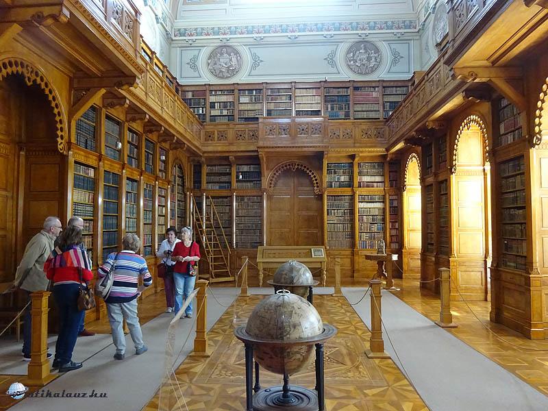 Zirci könyvtár - Az intarziás berendezés a Wilde testvérek munkája a 19. század első feléből