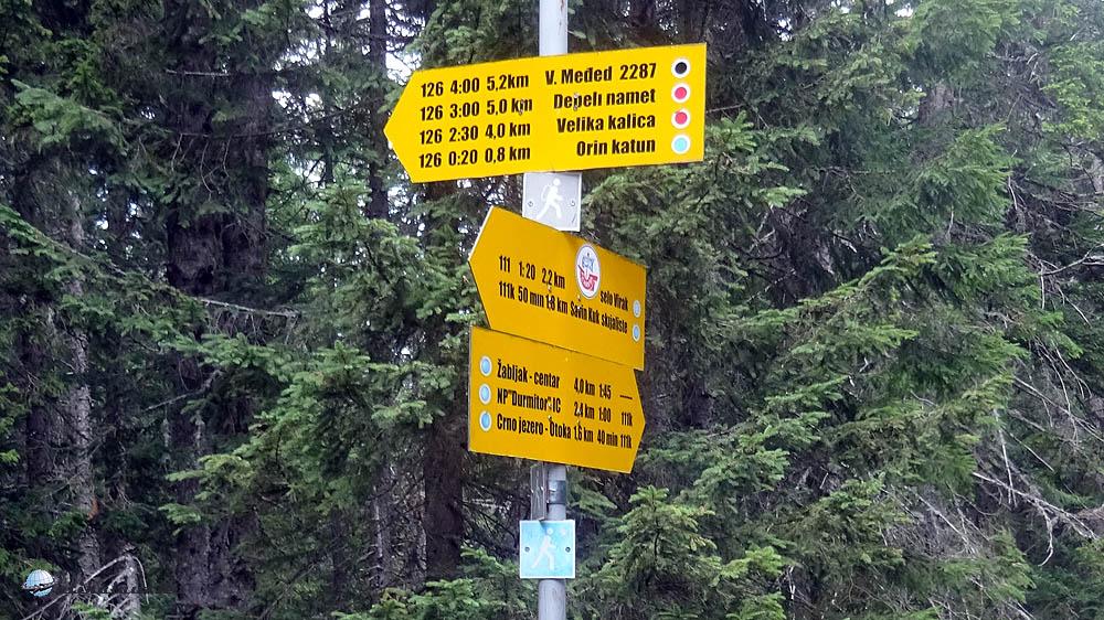 Kevés jelzett út van, nem távolságot, időt írnak a táblákra