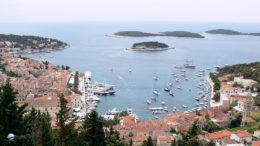 Hvar kikötője a várból - Javuló kilátások a tengerre indulók előtt - Fotó: Győrffy Árpád